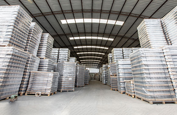 Glass containers warehousing and logistics