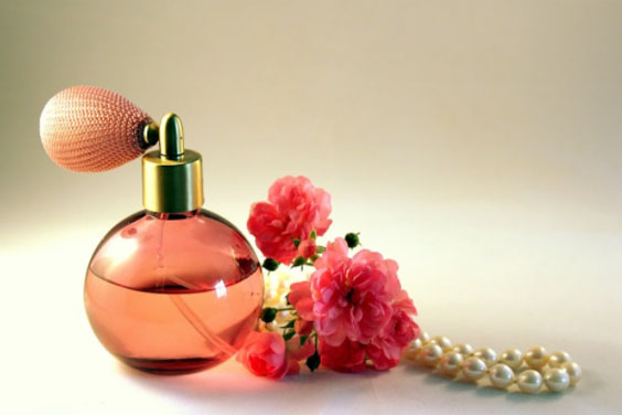 Perfume-bottle-with-rose-flowers