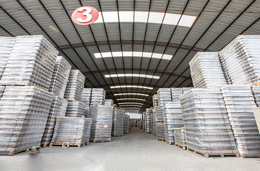What Are Roetell Wholesale Glass Bottles For Oil Made Of?